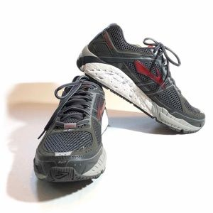 NWT BROOKS Addiction 12 Running/Athletic Size 9.5